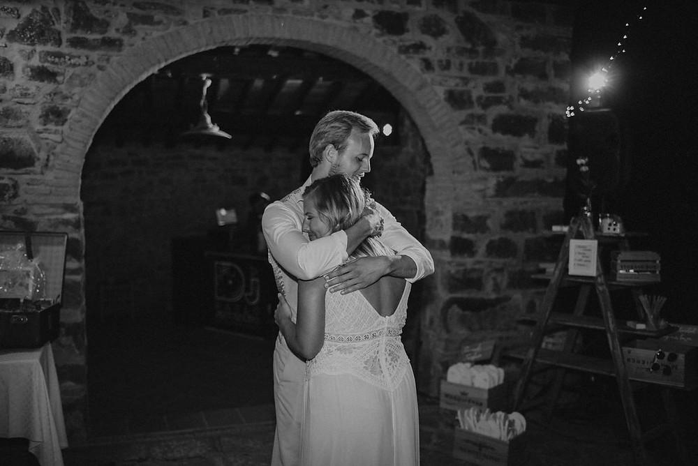 Hochzeitsreportage Toskana - Destination Wedding Toskana - Wedding Tuskani - Hochzeitsreportage in Italien - Christopher Reuter - Hochzeitsfotograf Köln - Hochzeitspaar Glitter - Spalier Hochzeitsfotografie - Vintage Hochzeit Toskana - Boho Style Hochzeit - La Rimbecca Toskana - Paarfotoshooting Toskana - Golden Hour Fotoshooting Toskana