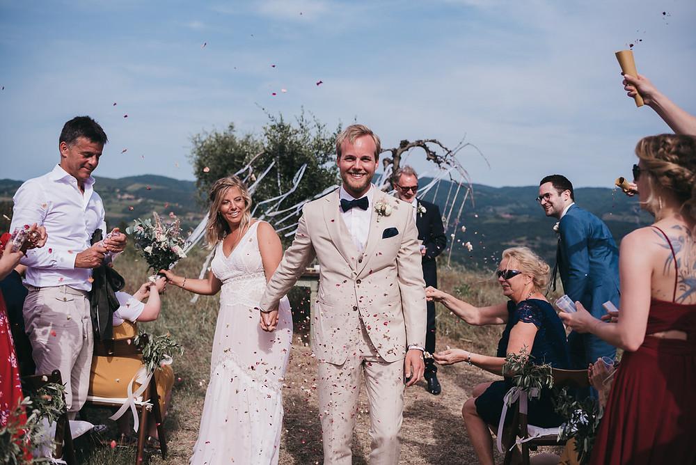 Hochzeitsreportage Toskana - Destination Wedding Toskana - Wedding Tuskani - Hochzeitsreportage in Italien - Christopher Reuter - Hochzeitsfotograf Köln - Hochzeitspaar Glitter - Spalier Hochzeitsfotografie - Vintage Hochzeit Toskana - Boho Style Hochzeit - La Rimbecca Toskana