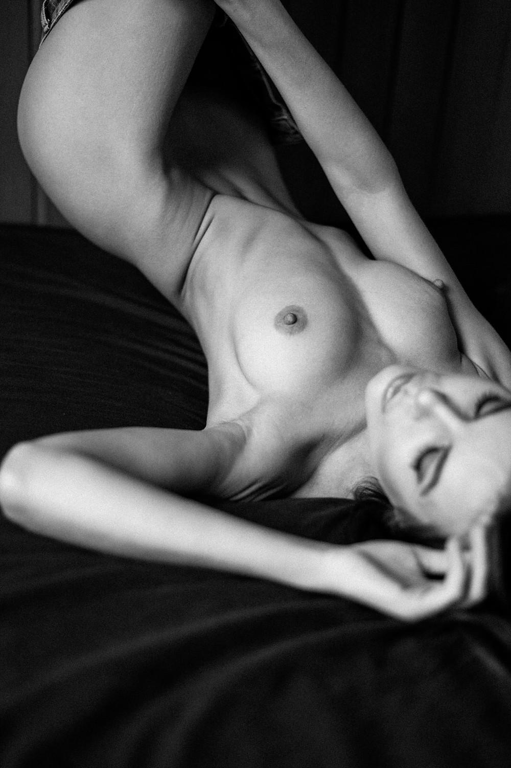 nude art - glamour - naked - photo shooting - nude photography - akt fotografie köln - teilakt köln - playboy bunny - fotograf köln