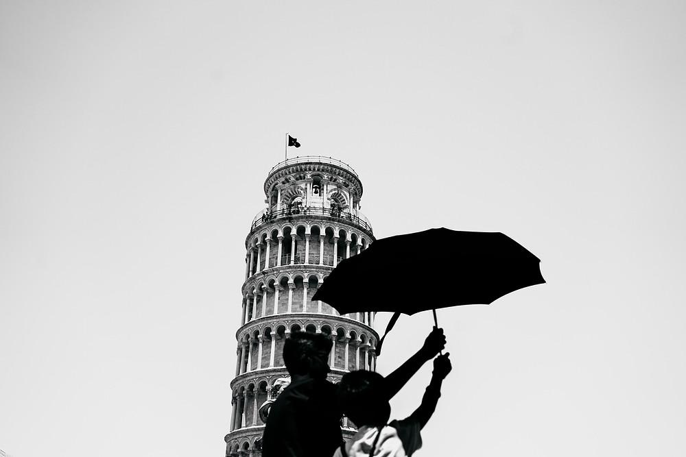 Schiefe Turm von Pisa_Streetfotografie Italien_streetphotography Italy_Christopher Reuter_Streetfotograf Deutschland_Fotografie vom schiefen Turm von Pisa_Touristen in Pisa_Kunstvolle Fotografie