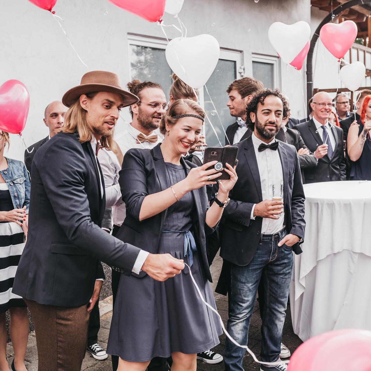 Freie Trauung in der Eventscheune vom Landgasthof Scherer. Hochzeitsreportage mit Lara & Andreas im Sauerland.