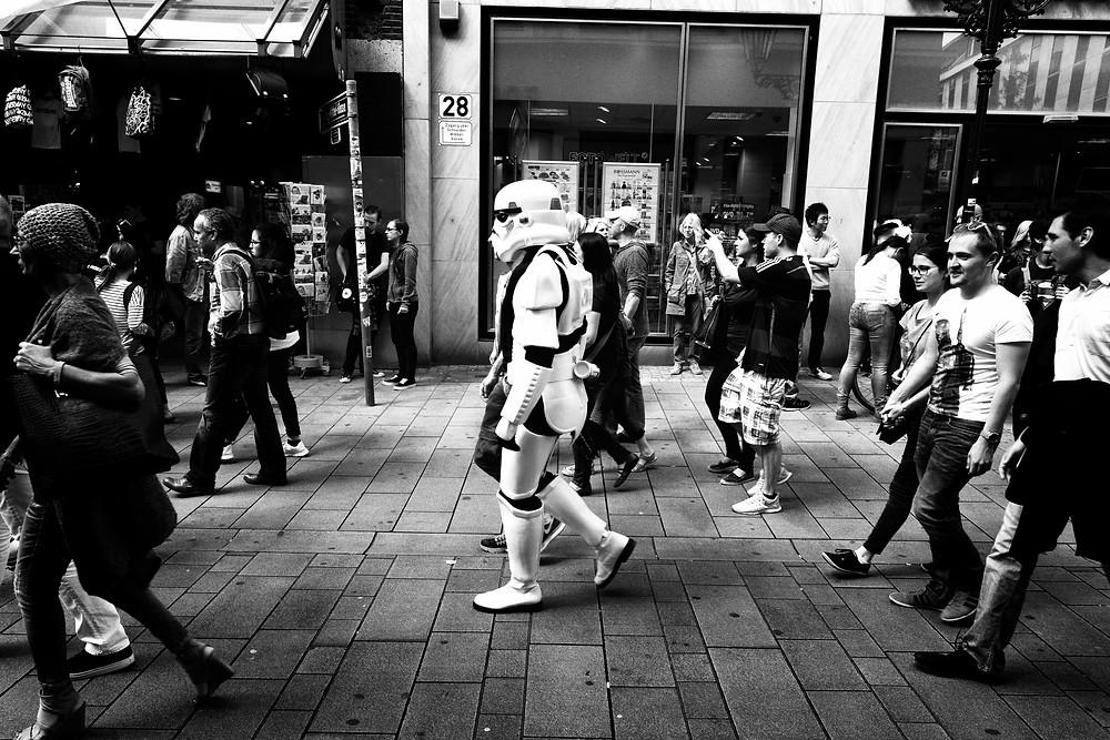 Streetfotografie Düsseldorf - Christopher Reuter - Juxtaposition