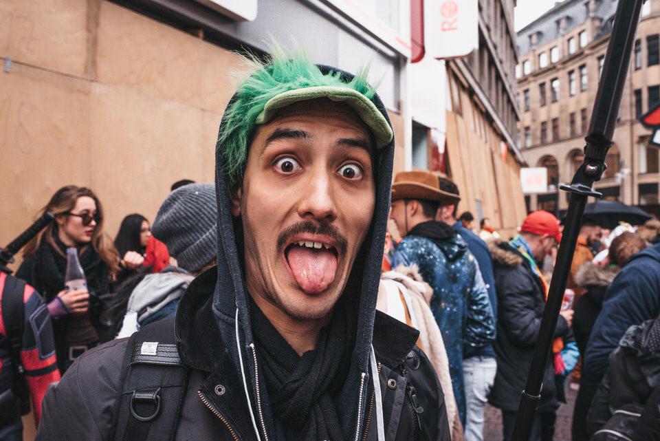 Lintaro Hopf_Karneval in Köln_Streetfotografie_Fotograf aus Köln_Karneval 2019 in Köln_lustige Karnevalsbilder_Carnival Cologne_Straßenfotografie_Christopher Reuter