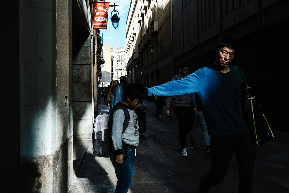 Streetphotography Paris_Streetfotografie Barcelona_Tips und Tricks für die Streetfotografie_Streetphotography Cologne_Christopher Reuter_Fotograf aus Köln_Reise nach Barcelona_Deutscher Blogger_Kameraeinstellungen Streetphotography_Barcelona_Straßenfotografie Tips_Camera Settings_Photographer Cologne_Candid Streetphotography_la Rambla Barcelona_Barri Gotic_La Boqueria Barcelona