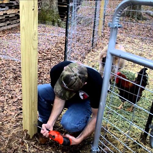 Установить ворота во дворе