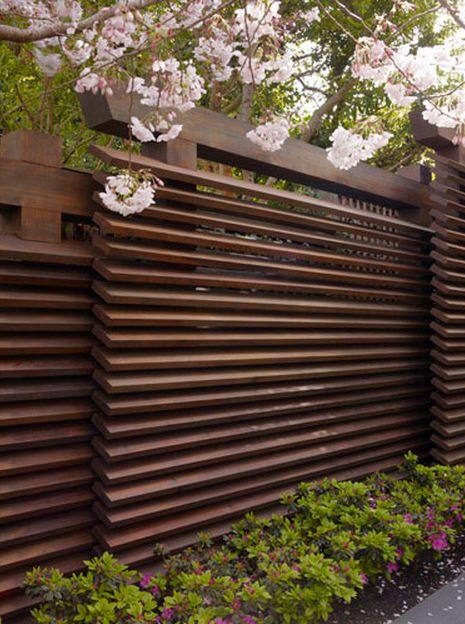Забор деревянный стильный