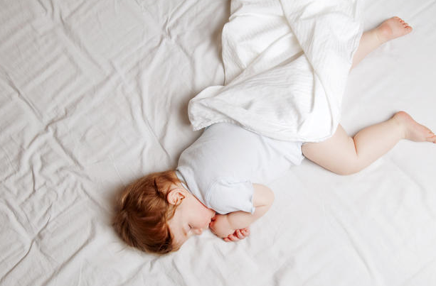 Toddler sleeping on a Fox Mattress