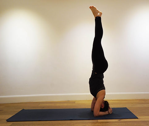 In Sirsasana, Headstand. ©Minimum Yoga