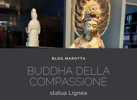 BUDDHA DELLA COMPASSIONE QUANYIN SU LEONE GUARDIANO – STATUA LIGNEA POLICROMA CINA – '800