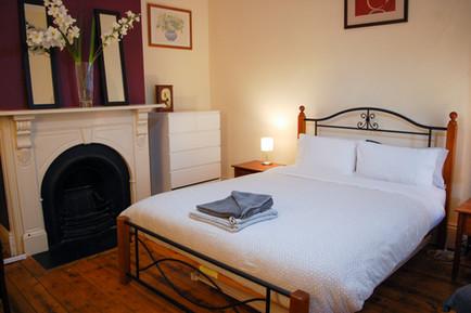 Front Bedroom- queen+trundle