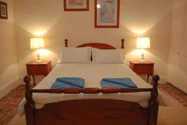 Front Bedroom-queen+trundle bed