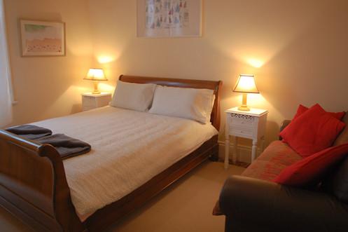 Middle Bedroom-queen