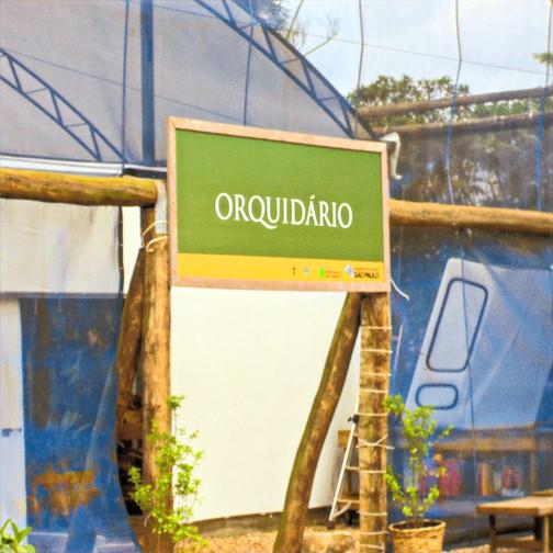 Sinalização em Madeira Plástica para o Pomar Urbano