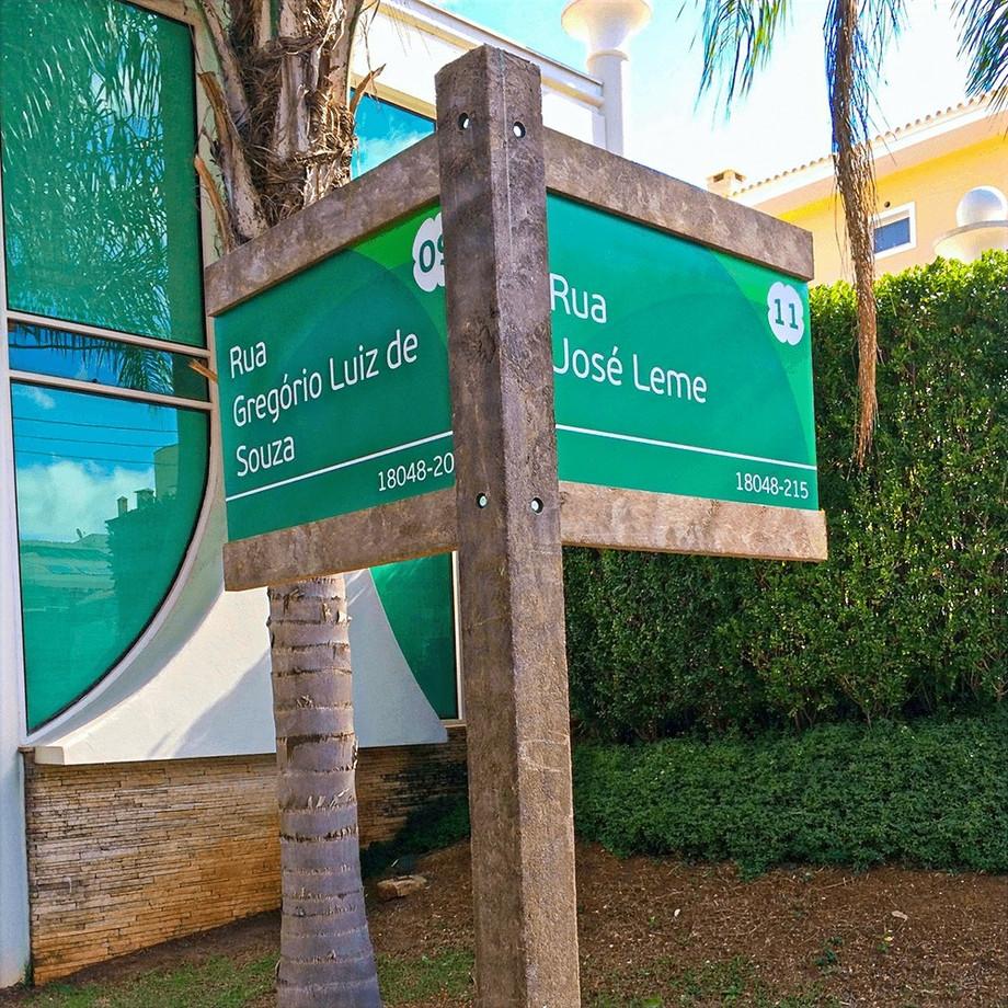 Sinalização em Madeira plástica para o Residencial Tivoli Park em Sorocaba