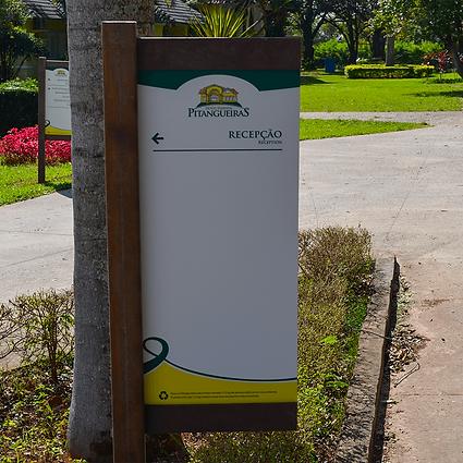 Sinalização em Madeira plástica para o Hotel Pitangueiras