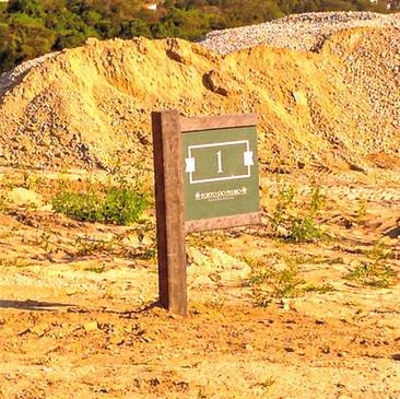 Sinalização em Madeira plástica para o Condomínio Porto São Pedro
