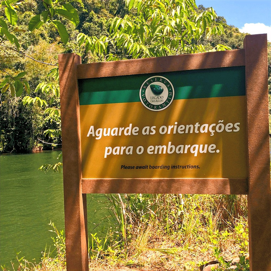 Sinalização em Madeira plástica para a Reserva Legado Das Águas