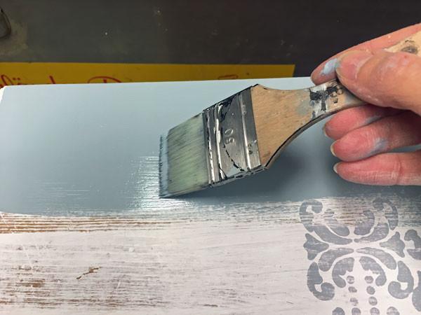 Möbel streichen ohne Pinselstriche