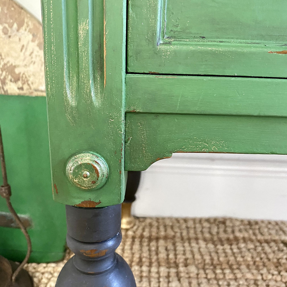 Kommode streichen mit Dixie Belle Paint Kreidefarbe, Wachs und der wet distress Technik
