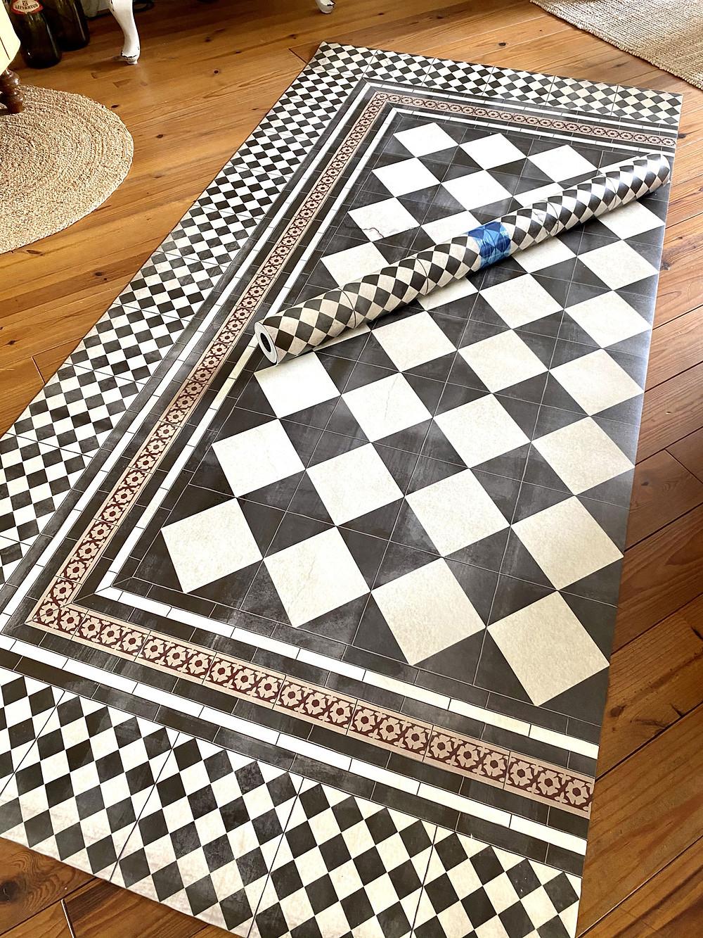 gonepaintin mit Vinylmatte Teppich von Beija Flor