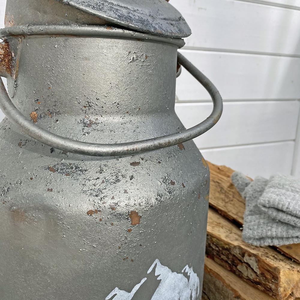 Milchkanne mit Fusion Mineral Paint und Schablone
