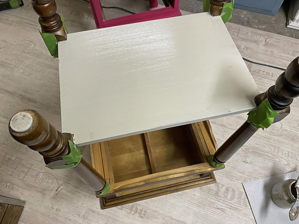 Unterseite Möbel streichen