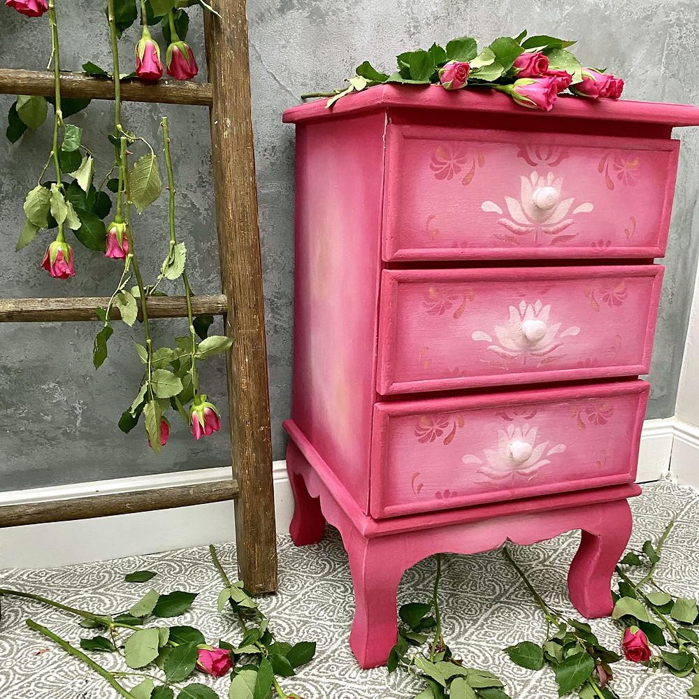 Möbel streichen mit Annie Sloan Kreidefarbe Capri Pink