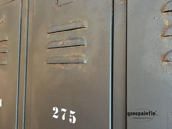Metall streichen mit Kreidefarbe im industrial Stil