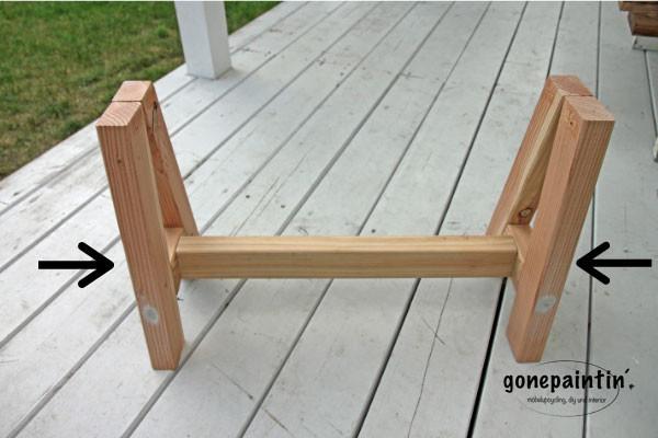 Holzbank selber bauen Gestell verschrauben