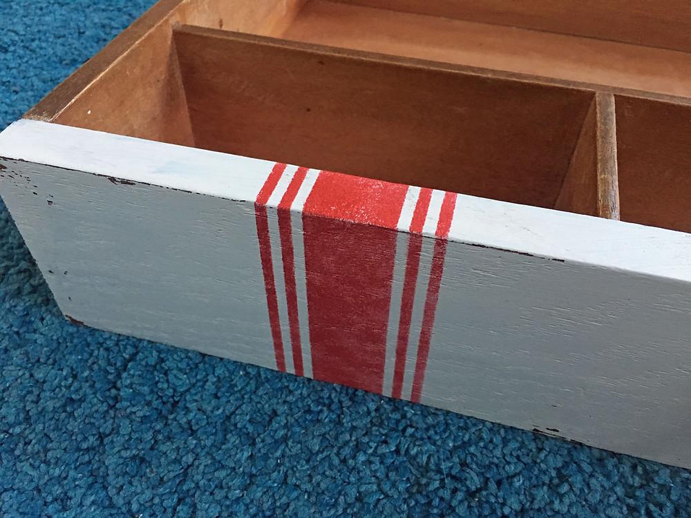 Landhausstil Streifen mit Schablone streichen