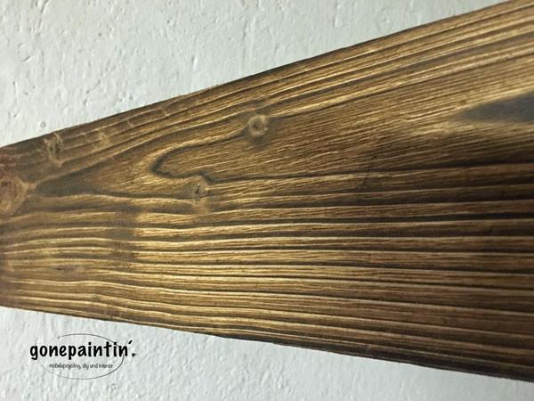 alte Holzoberfläche durch Abflammen