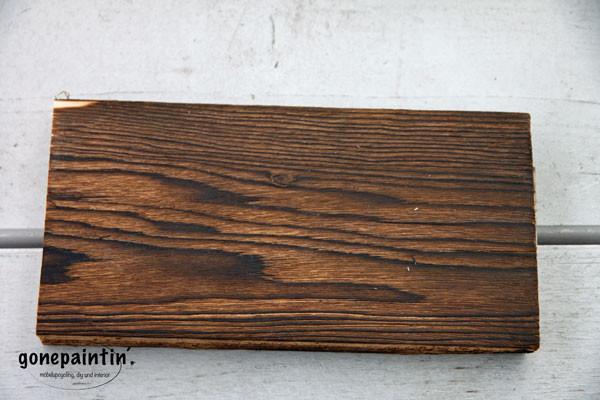 abgeflammtes Holz wachsen