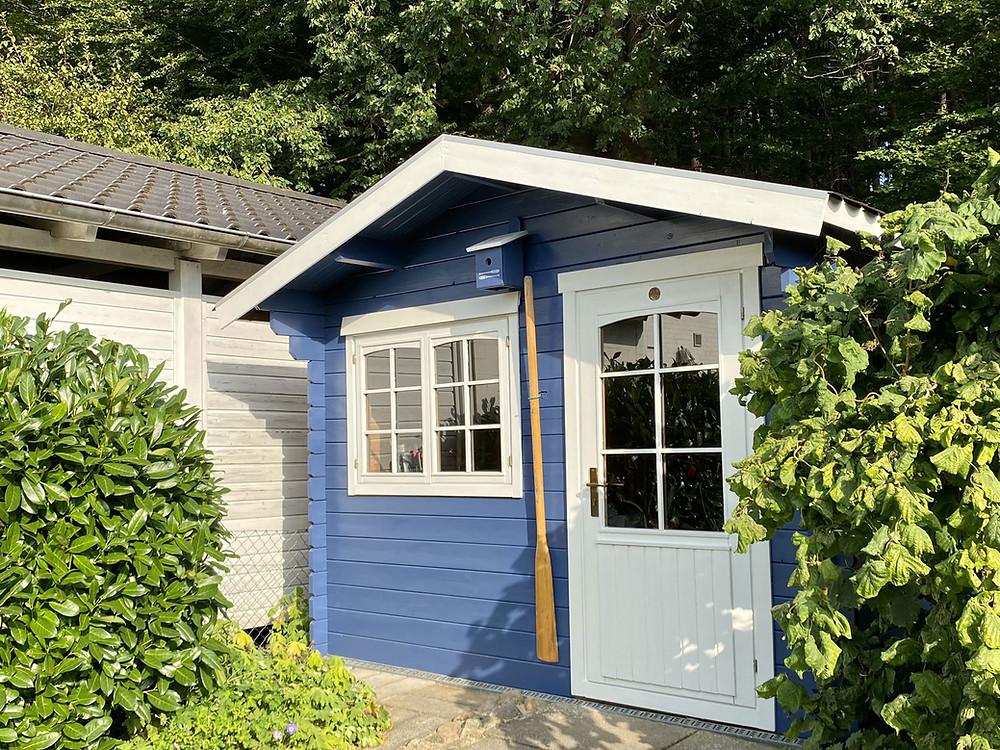 Gartenhaus streichen mit Bondes Dauerschutzfarbe