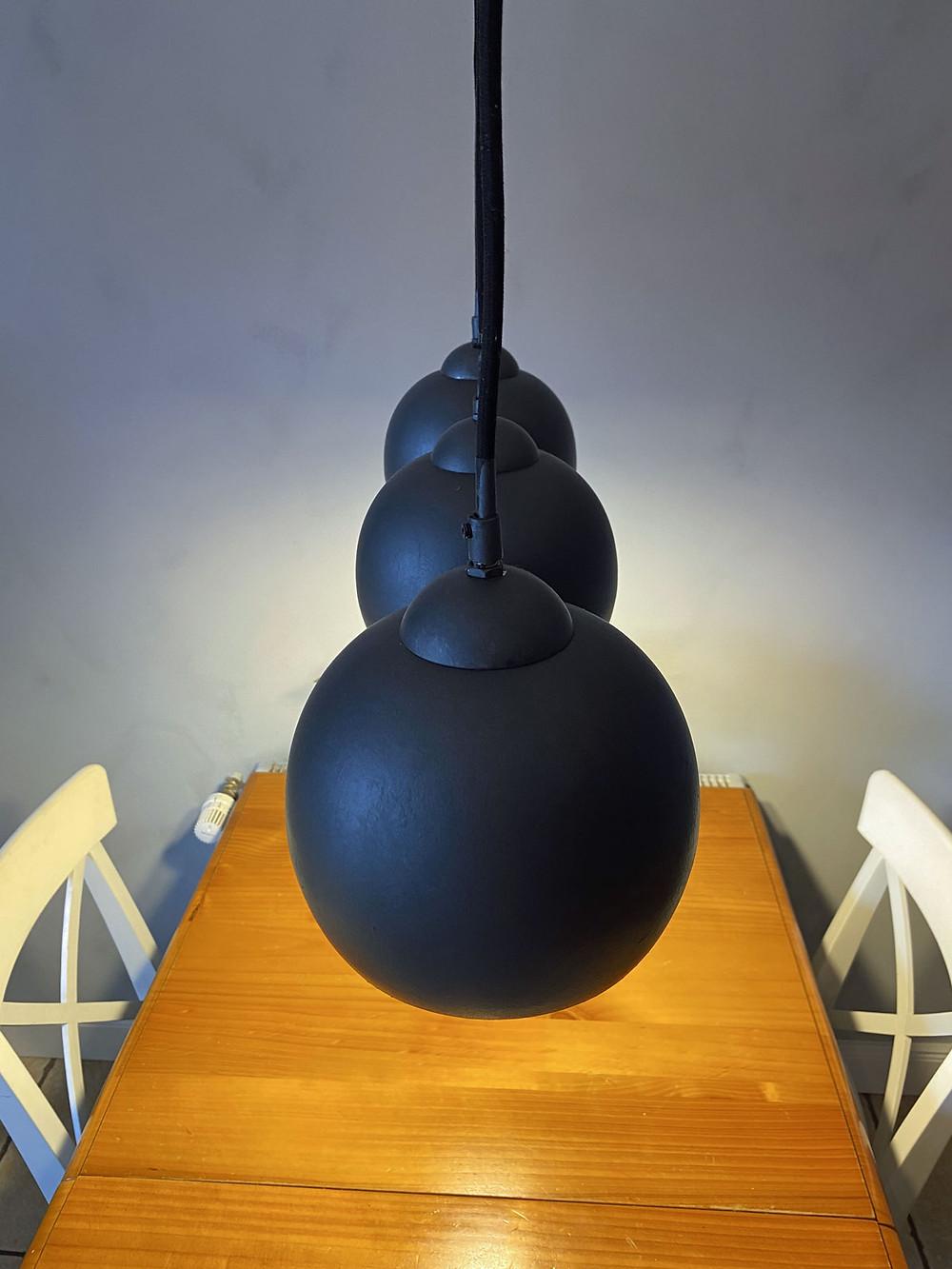 Industriestil für die Deckenlampe mit Kreidefarbe