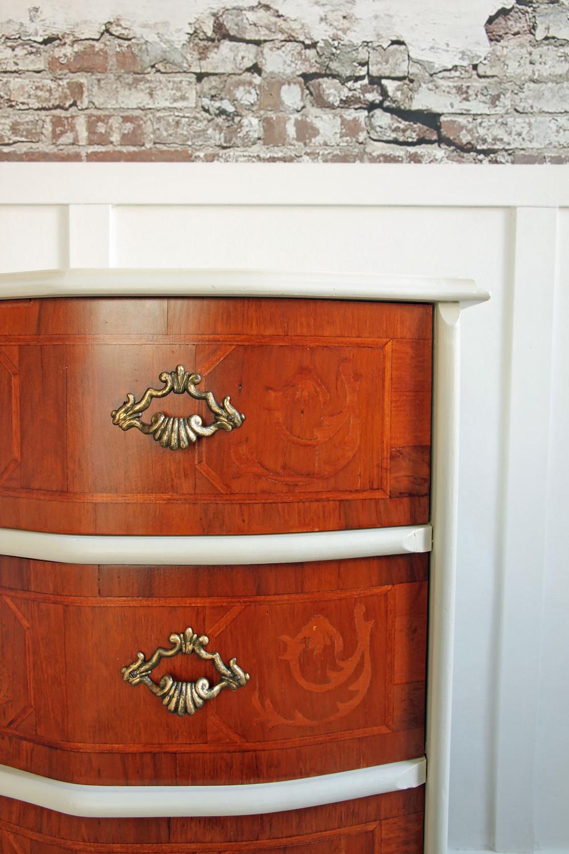 Möbel streichen und restauriere mit Acrylfarbe