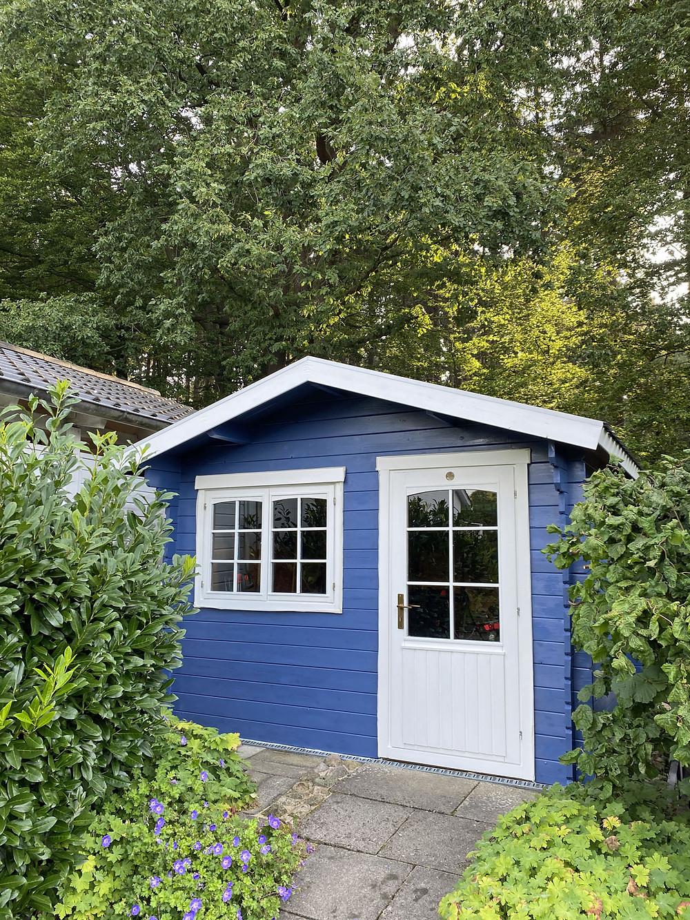 Gartenhütte streichen mit outdoor Farbe