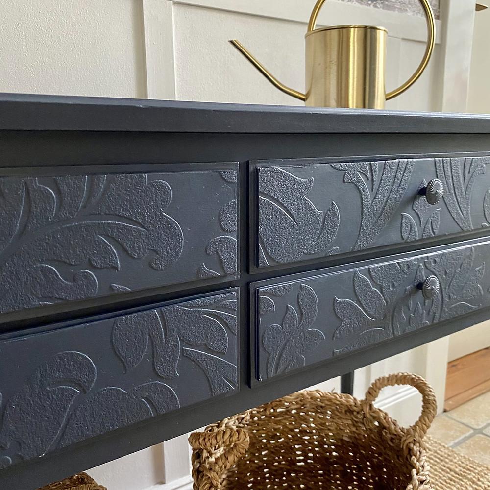 Antikes Sideboard mit Fusion Mineral Paint und Strukturtapete Upcycling