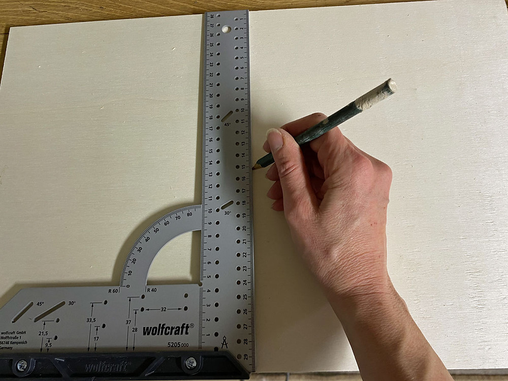 DIY Holztablett Untergrund ausmessen