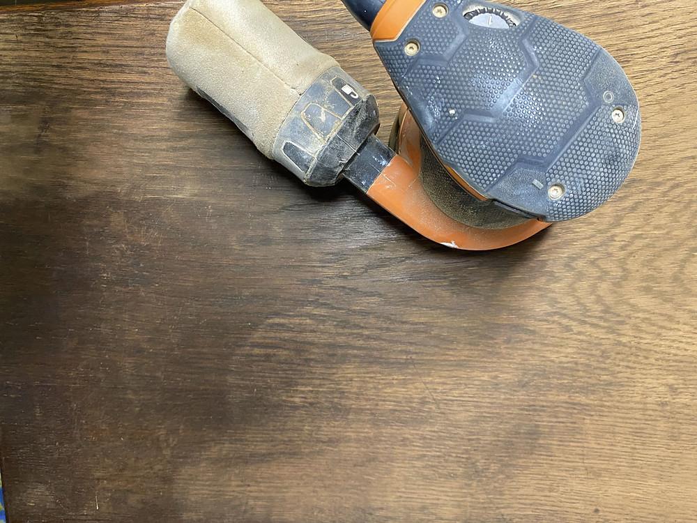 Deckplatte abschleifen für den shabby Stil