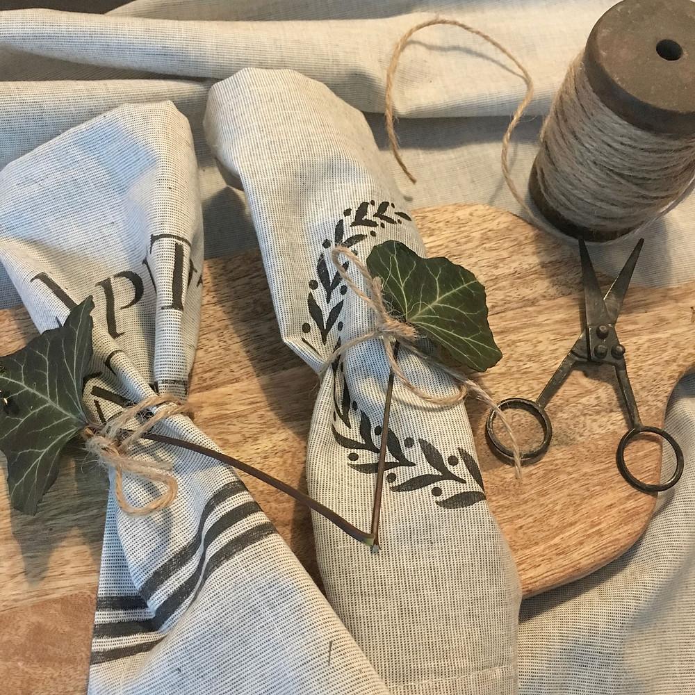 DIY Servietten mit Muster im Landhausstil