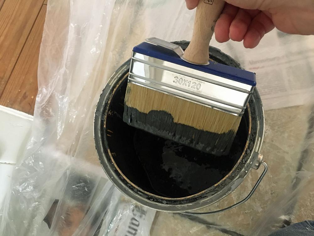 Wände streichen mit Pinsel statt Rolle