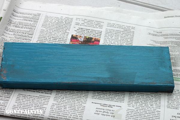 Kreidefarbe und Schleifpapier für den shabby look