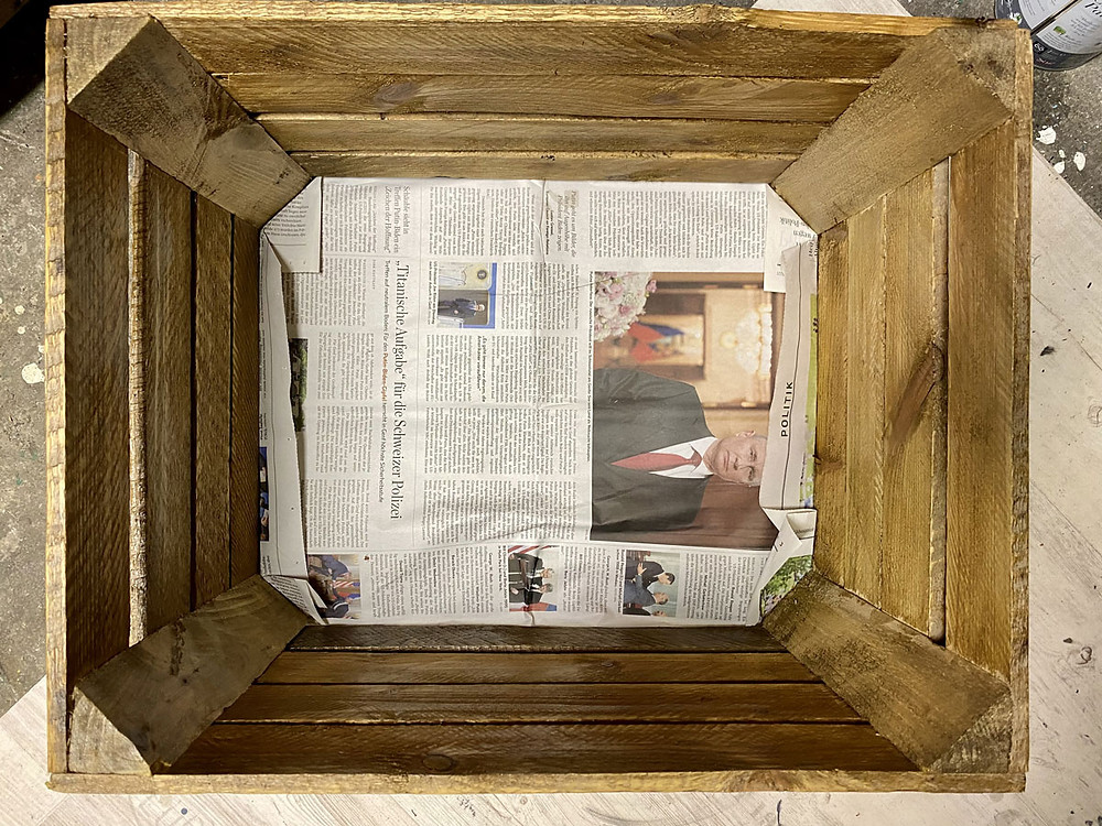 Zeitung Schablone schneiden