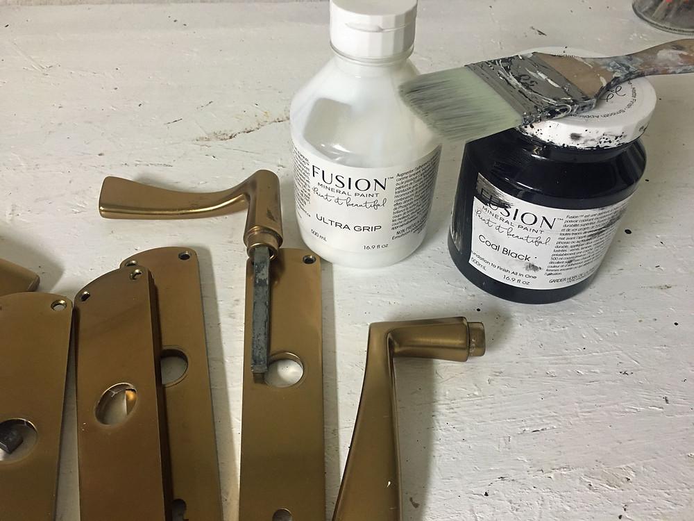 Türgriff aus Metall streichen mit Fusion Mineral Paint