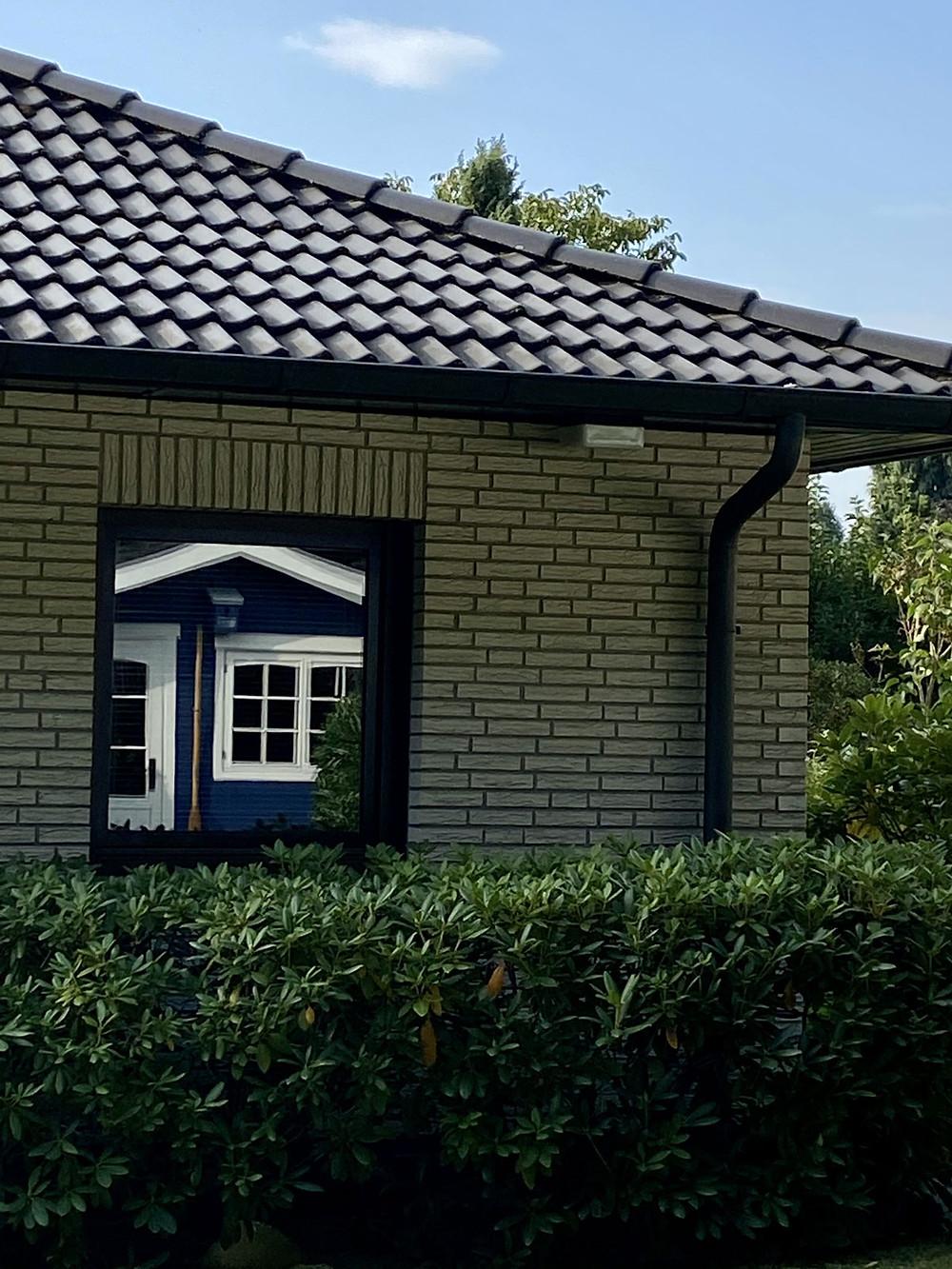 Ein Gartenhaus streichen