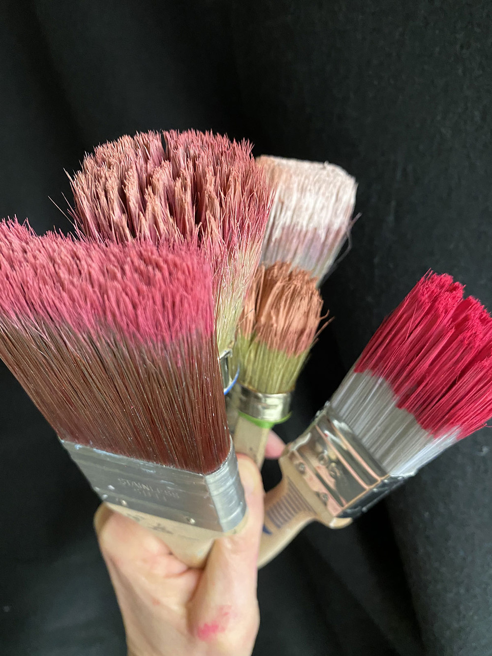 Pinsel nach Gebrauch mit Kreidefarbe
