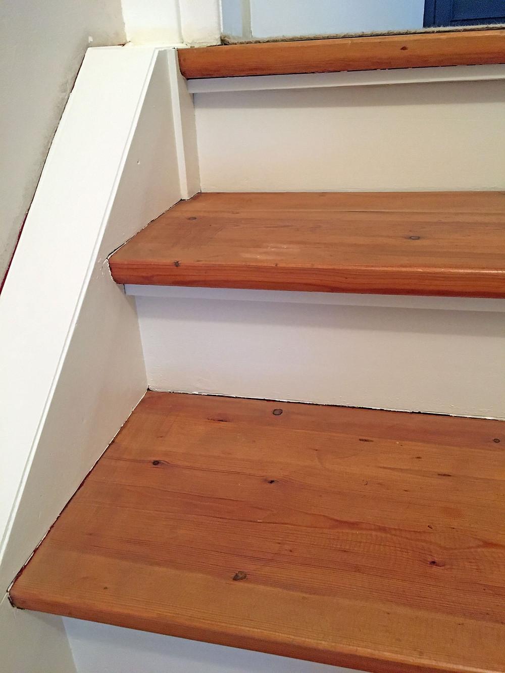 Treppe Wangen streichen mit Kreidefarbe