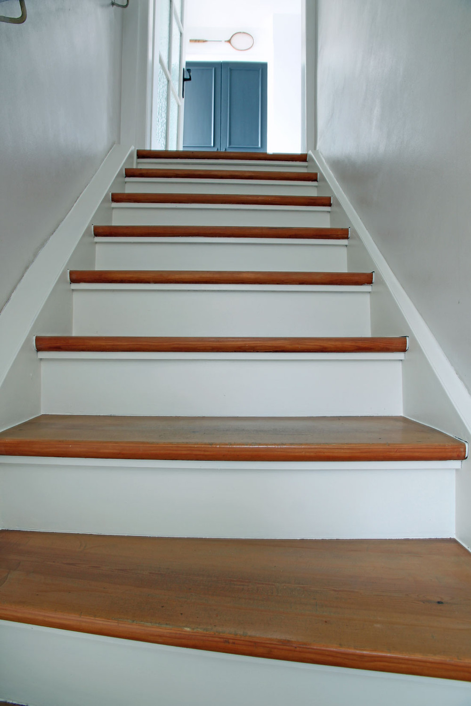 treppe weiß streichen