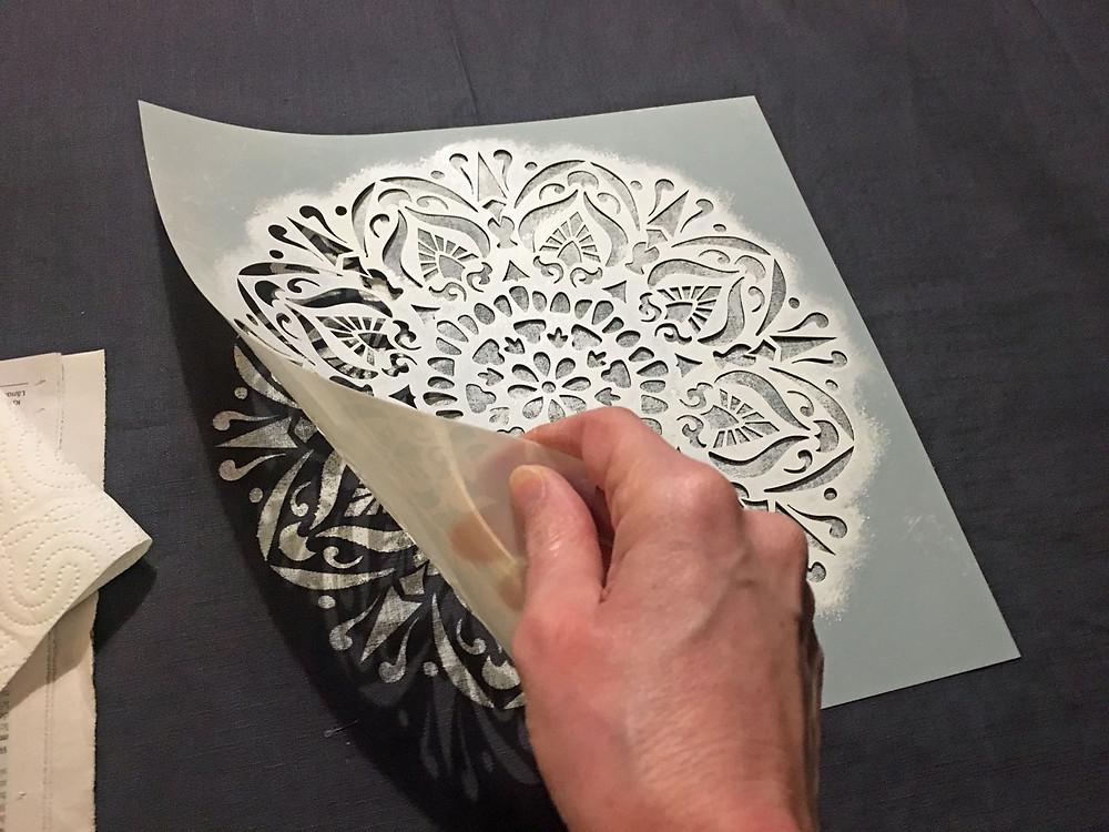Tischdecke selber machen mit Schablone und Farbe