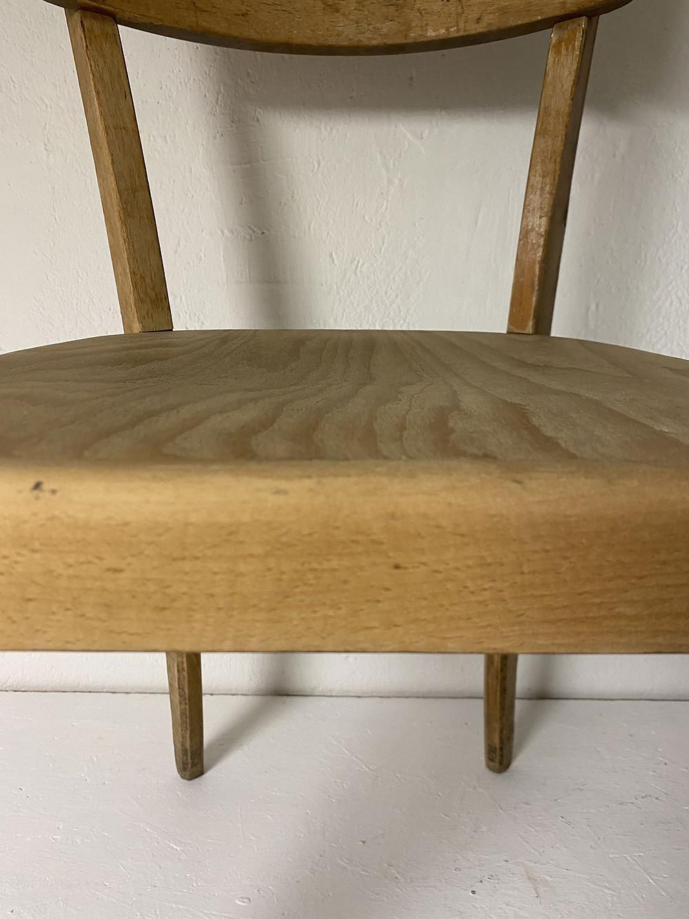 Stuhl schleifen vor dem Streichen